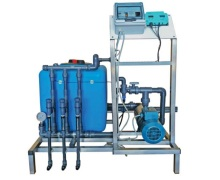 Questo sistemi di fertirrigazione è semplici ed economico, pensato per le aziende che vogliono avvicinarsi alla fertirrigazione utilizzando un sistema facile ed intuitivo. L'iniezione dei fertilizzanti può essere regolata mediante programmazione volumetrica o in base alla misura della conducibilità elettrica